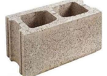 Bloco de concreto frisado