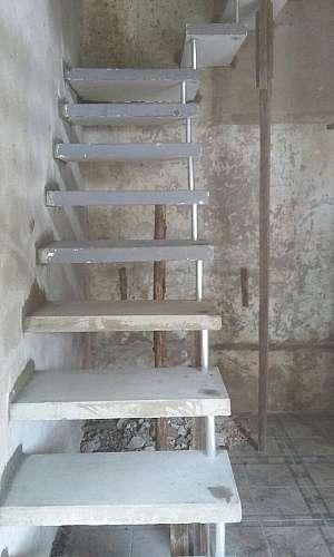 Escada de concreto aparente